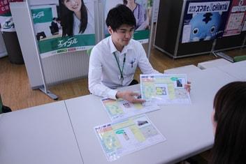 エイブル大倉山店の接客写真