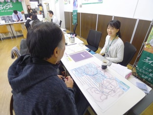 エイブル津田沼店の接客写真