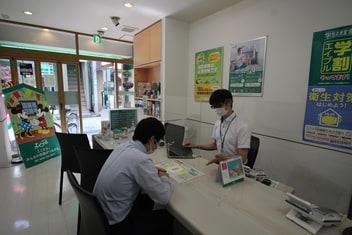 エイブル仙川店の接客写真