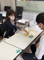 エイブル夙川店の接客写真