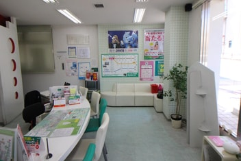 エイブル宝塚店の内観写真