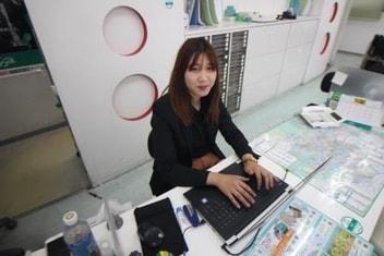 エイブル宝塚店の接客写真