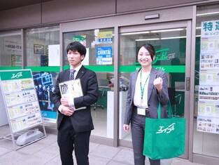 エイブル三萩野店の接客写真