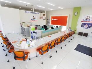 エイブルネットワーク高田店の内観写真