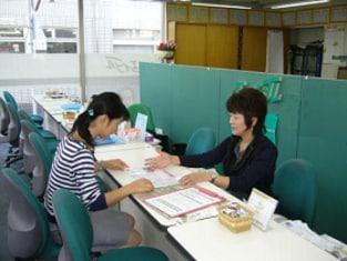 エイブルネットワーク久喜店の接客写真