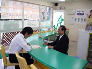 エイブルネットワーク堅田店の接客写真