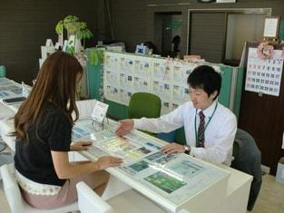 エイブルネットワーク福島中央店の接客写真