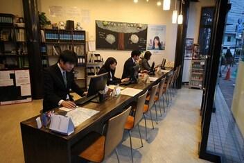 エイブルネットワーク岡山駅前店の接客写真
