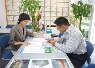 エイブルネットワーク徳島店の接客写真