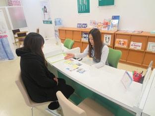 エイブルネットワーク福井ベル店の接客写真