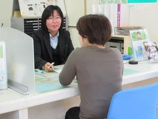 エイブルネットワーク田辺店の接客写真
