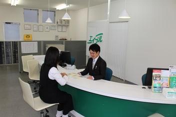 エイブルネットワーク新庄店の接客写真