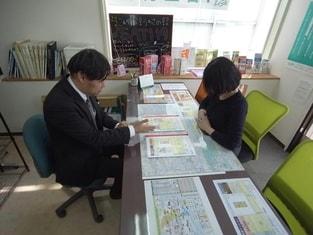エイブルネットワーク各務原店の接客写真