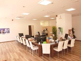 エイブルネットワーク栄町店の内観写真