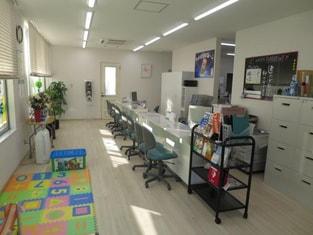 エイブルネットワーク可児店の内観写真
