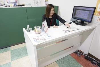 エイブルネットワーク伊勢店の接客写真