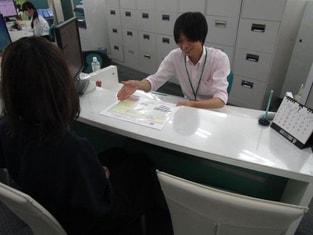 エイブルネットワーク長野駅東口店の接客写真